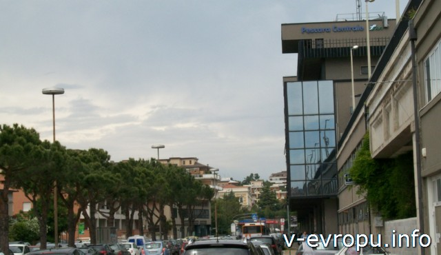 Пескара. Италия.Здание жд Стационе Централе с западной стороны