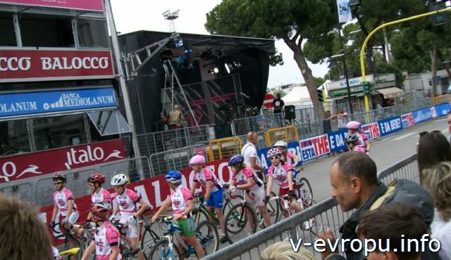 Пескара. Италия. Соревнования по велогонкам по центру города 10 мая 2013