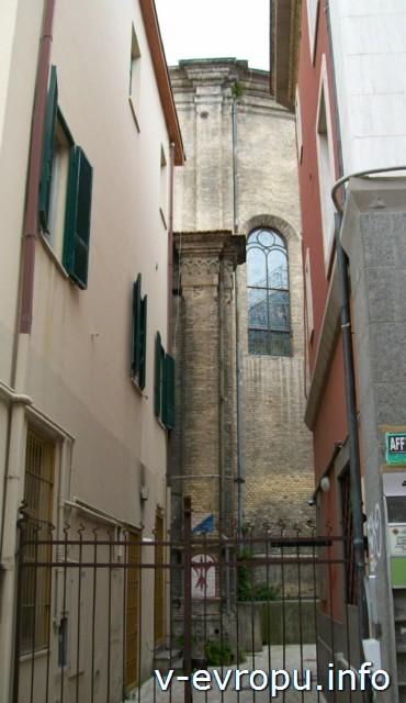 Пескара. Италия. Старая церковь