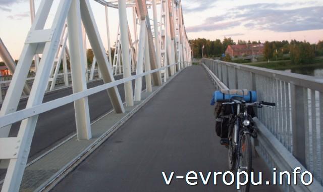 Из Рованиеми в Швецию на велосипеде. Велосипедный мост на  финно-шведской границе