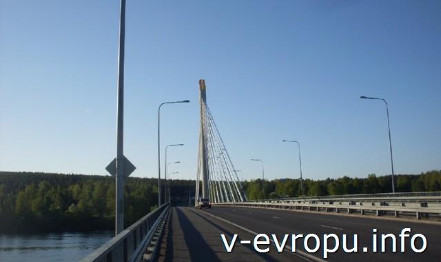 Рованиеми на велосипеде. Мост через реку