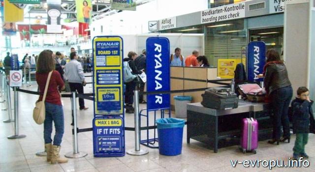 аэропорт Вееце (Дюссельдорф) : стойка проверки размеров ручной клади