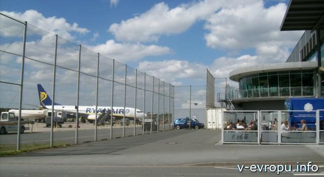Самолет Райнэйр в аэропорту Веце  под Дюссельдорфом