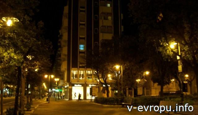 Пескара. Улика Корсо Умберто ночью.