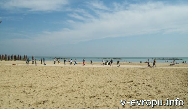Пескара. Общественный пляж