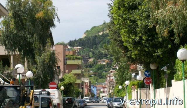 Пескара. Италия. Улица от набережной в центр города