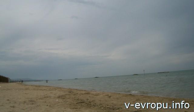 Пескара. Море перед дождем.