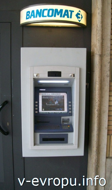 Анкона. Банковский терминал у входа в жд вокзал