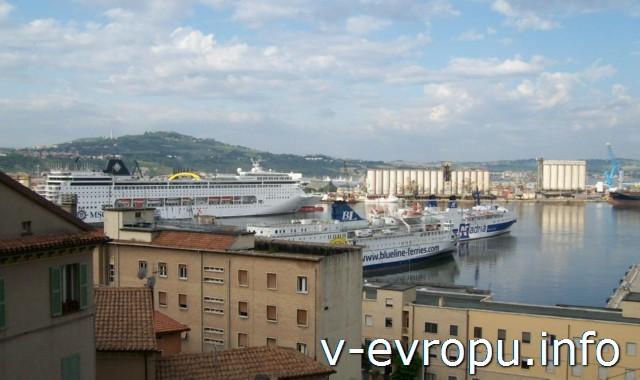 Анкона. Фото. Вид на морской порт