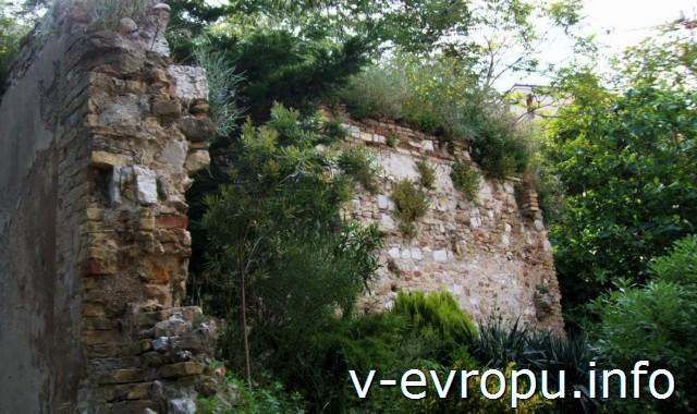 Развалины римских построек в районе Сан Пиетро. Анкона