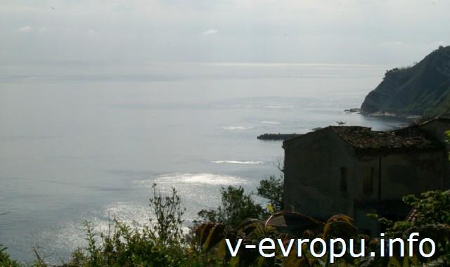 Анкона. Вид на Адриатическое море с  южной стороны Конерского мыса
