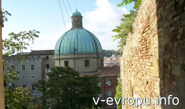 Достопримечательности Анконы: церковь Сан Пеллегрино и Святой Терезы