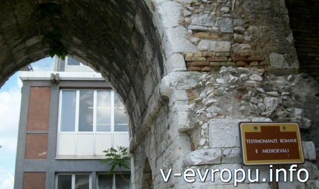 Анкона. Кирпичная арка, построенная римлянами и перестроенная в средние века