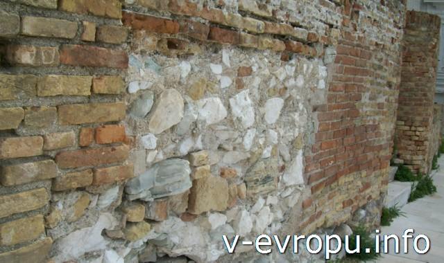 Анкона. Мура дель Порто: каменная кладка 14 века и кирпичная 18 века