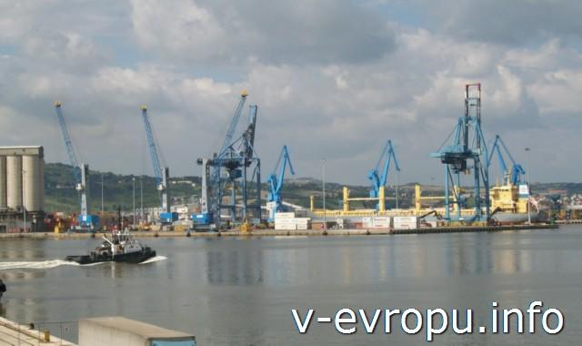 Морской порт Анконы сегодня