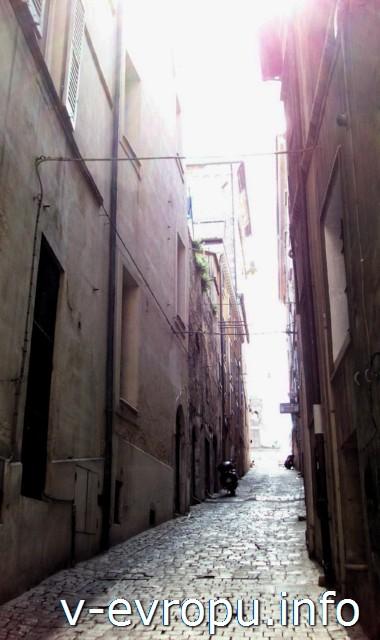 Анкона. Фото. Переулок в центре города