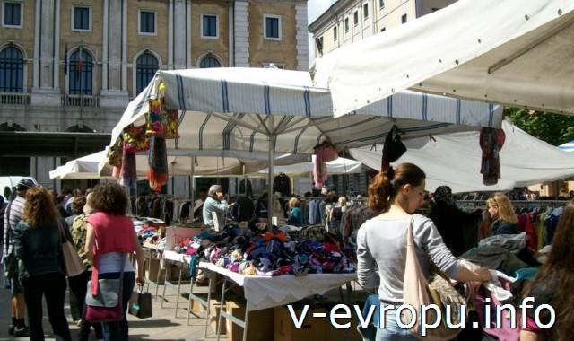 Анкона. Фото. Воскресный рынок на пьяцца Рома
