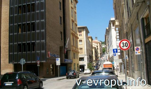 Улицы Анконы. Фото. Недалеко от пешеходной улицы Гарибальди