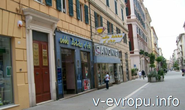 Улицы Анконы. Фото. Магазины в центре