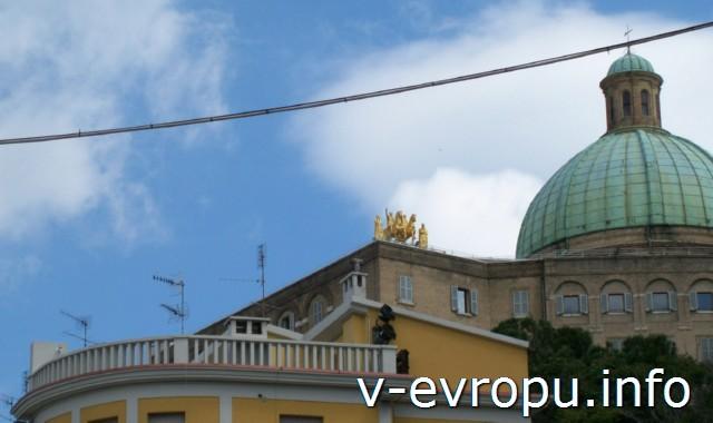 Церкви Анконы. Фото. Купол церкви Святых Пеллегрино и Терезы