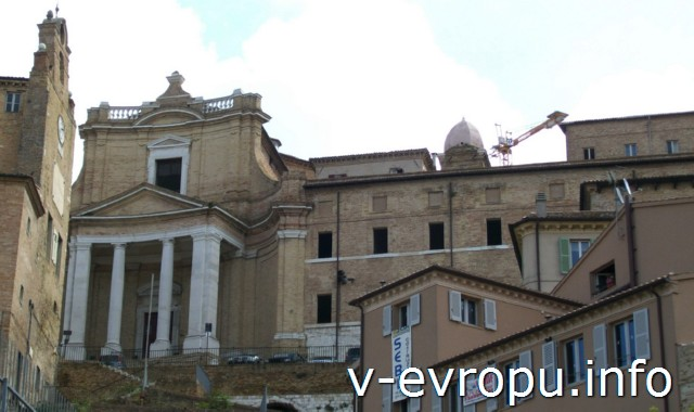 Церкви Анконы. Фото. Фасад Церкви дель Джесу