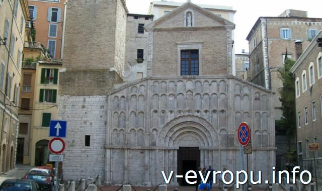 Церкви Анконы. Церковь Святой Марии на Площади