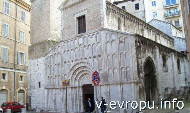 Церковь Святой Марии на Площади в Анконе. Вид сбоку