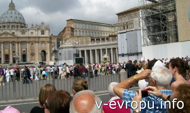 Ватикан. Воскресная проповедь Папы Римского на площади Св Петра