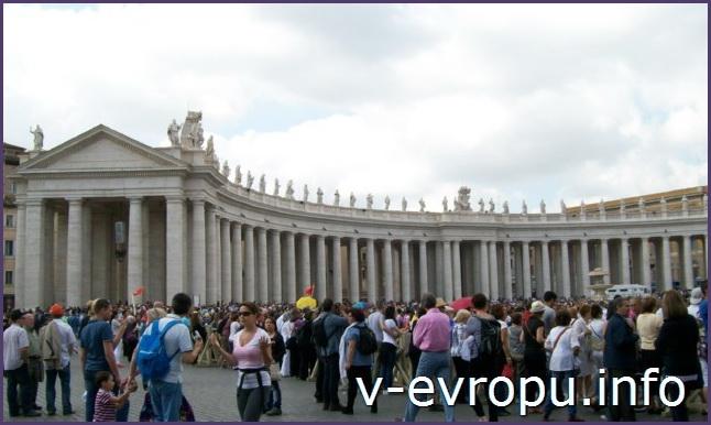 Рим. Площадь Св Петра во время проведения воскресной проповеди Папы
