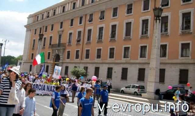 Обзорные автобусные экскурсии по Риму на практике:  демонстрации и митинги существенно меняют расписание и маршруты экскурсионных автобусов по Риму