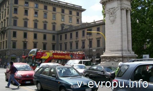 Рим. Обзорные экскурсии на автобусе. Красный экскурсионный автобус