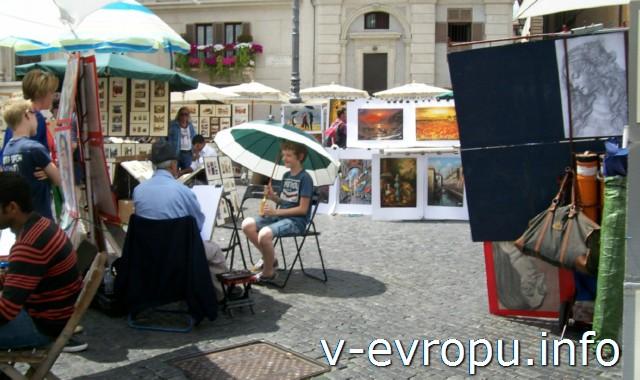 Рим. Площадь Навона. Уличные художники рисуют портреты