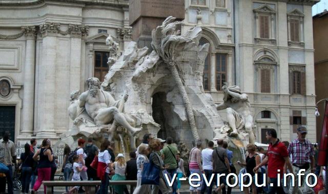Скульптурная группа фонтана Четырех Рек