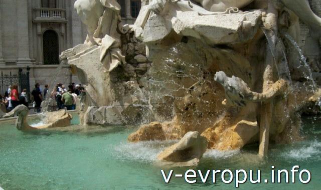 Фонтан Четырех Рек: чистейшая вода фонтана до сих пор поступает из древних акведуков города