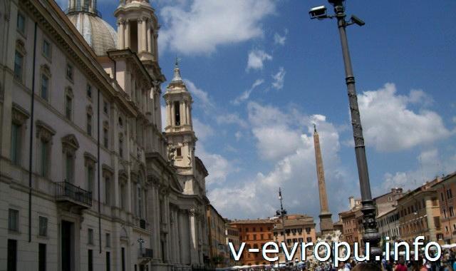 Дворец Памфили и Церковь Сант Аньезе на пьяцца Навона в Риме