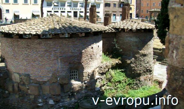 Рим. Ареа Сакра. Постройки за Храмом А