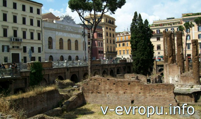 Ареа Сакра в Риме: стена храма Феронии