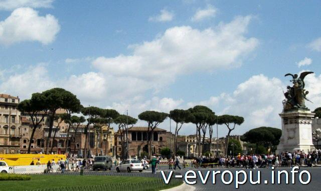 Рим. Вид на форум Траяна с подножия мемориального комплекса в честь Единства Италии