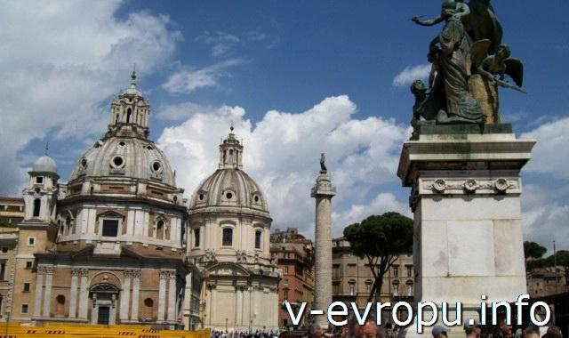 Рим. Колонна Траяна находится рядом с церковью Санта Мария ди Лорето и памятников Витторио Эммануилу