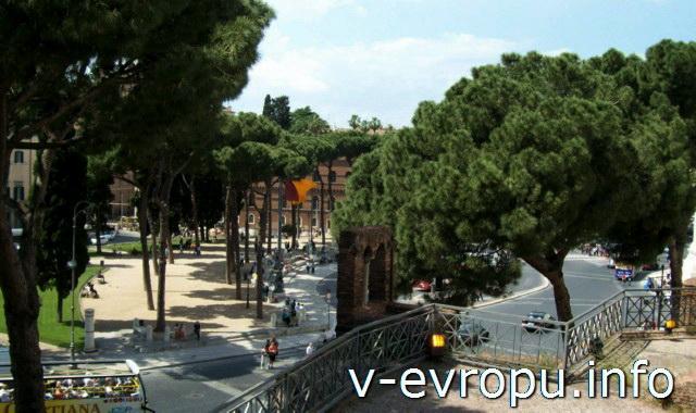 Вид на пьяццо Венеция с лестницы, ведущей к базилики Санта Мария ин Арачелли
