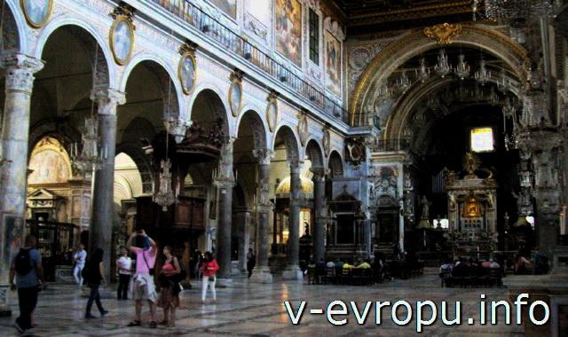 Римские колонные центрального нефа Basilica-di-Santa-Maria-in-Aracoeli