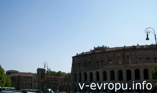 Театр Марцелла в Риме. Построен на 60 лет раньше Колизея