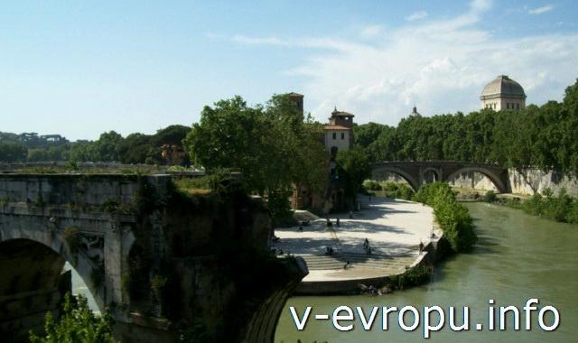 "Рим. Остров Тиберина. На переднем плане арка ""Разрушенного моста"" - моста Эмилио"