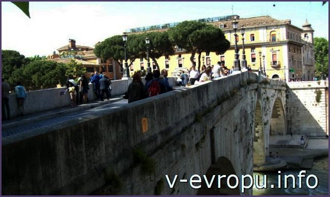 Пешеходный мост Систо в Риме.
