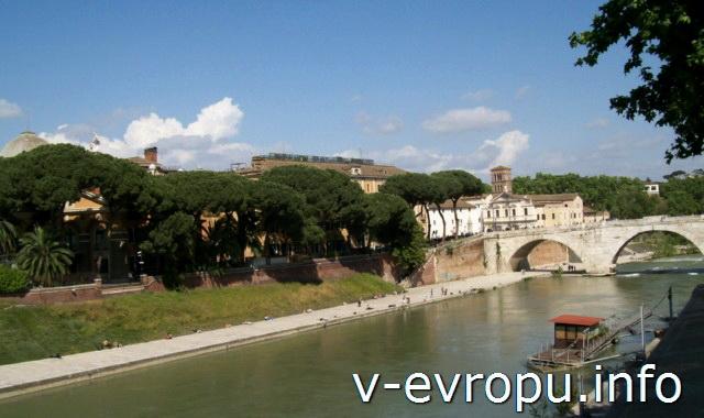 Мосты Рима: мост Cestio, соединяющий Тибрский остров с районом Рима Трастевере