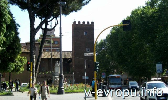 Транспорт Рима. Фото. Уличное движение в районе Травестере