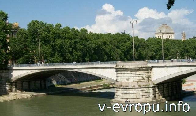 Ponte Garibaldi через Тибр в Риме