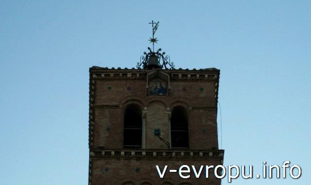 Кампанилла церкви Святой Марии ин Трастевере в Риме