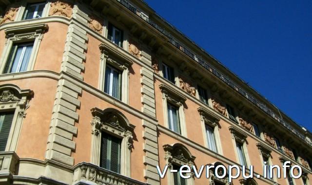 Рим. Обзорные экскурсии по Риму на автобусе. Классический фасад, декорированный рустовкой