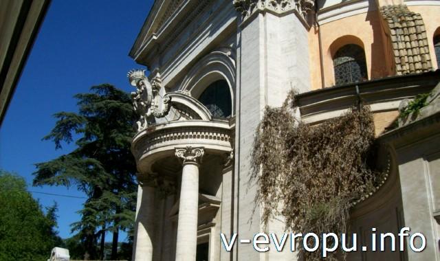 Рим. Обзорные экскурсии по Риму на автобусе. Портик в стиле барокко